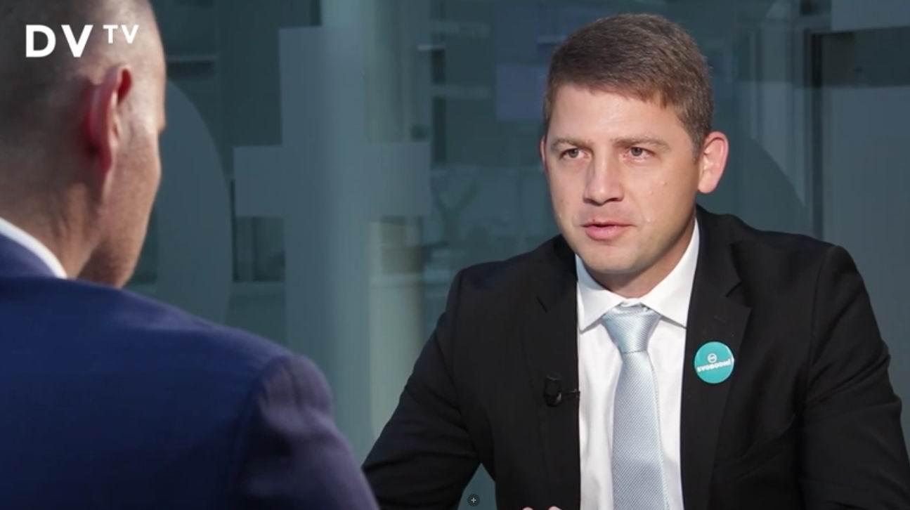 """V rozhovoru pro DVTV: """"Na odchodu z EU vyděláme"""""""